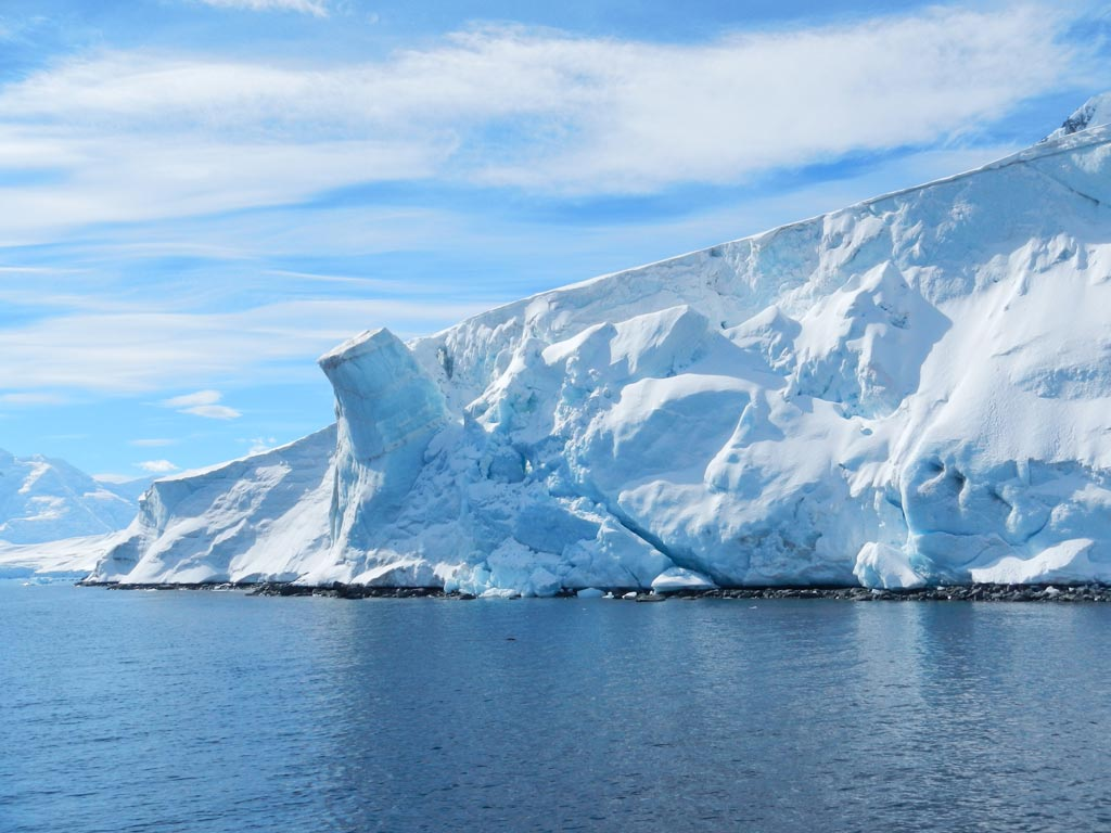 Antarctica  - Block ready to collapse