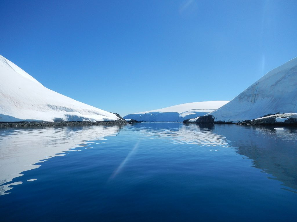 Antarctica  - The boat finds its way in the channels